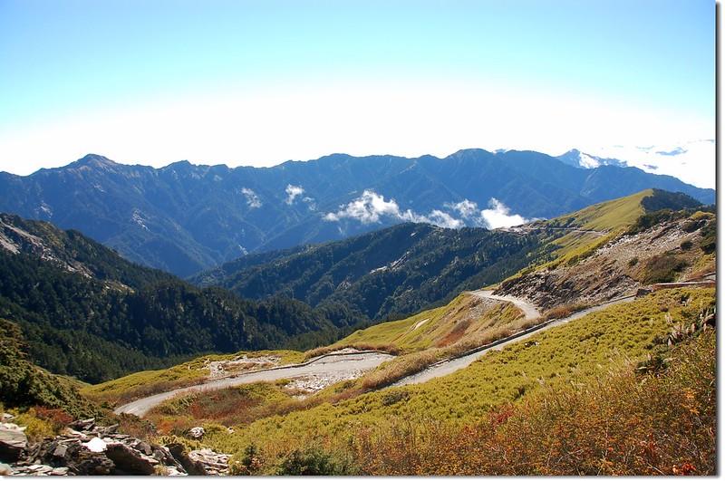 合歡山主峰東望奇萊連峰