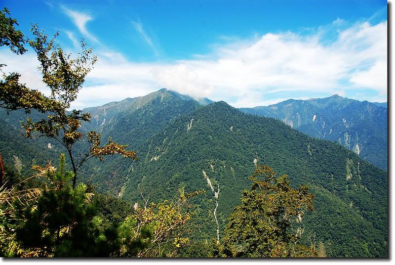 林道看群山 2