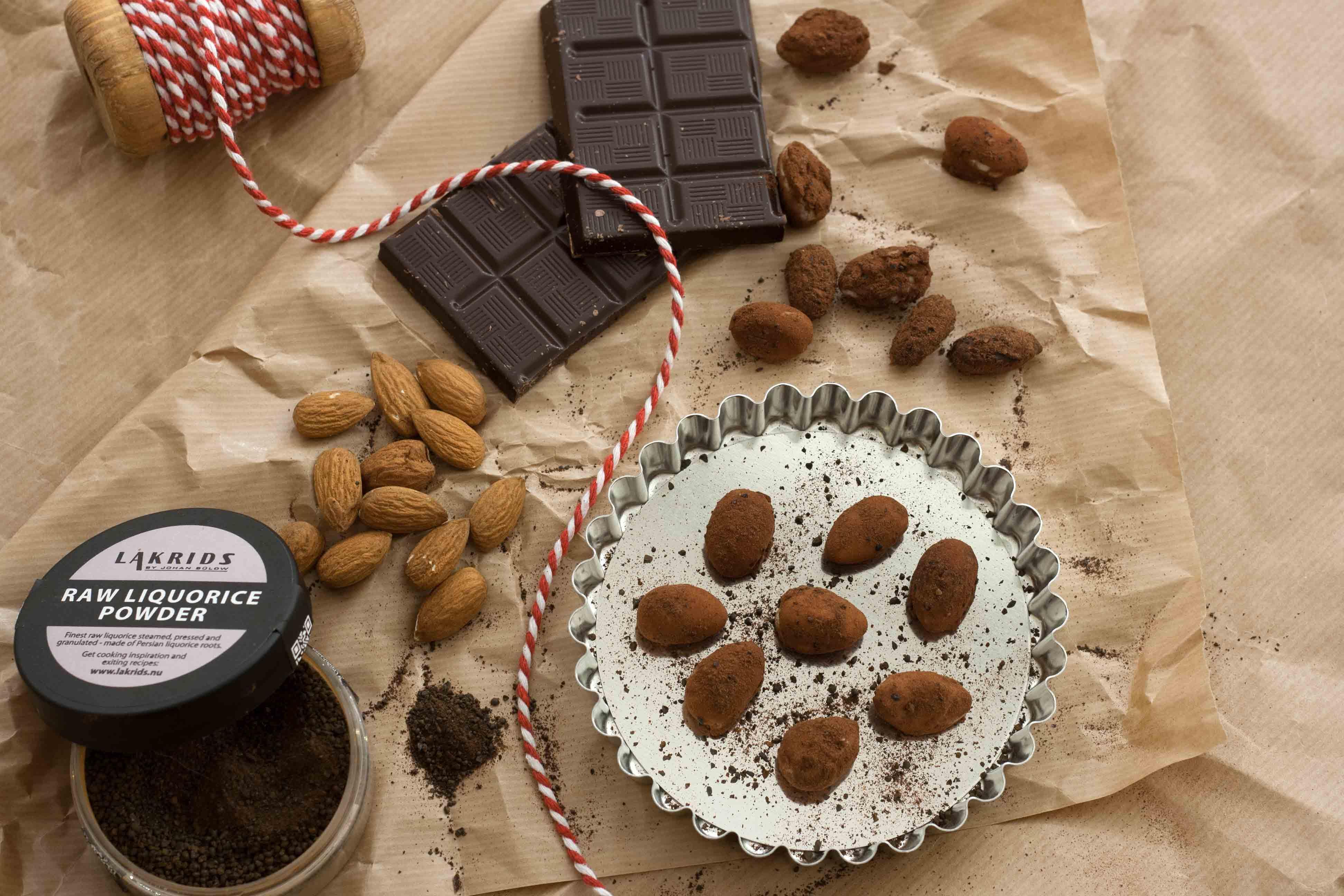 Opskrift på hjemmelavede Ristede mandler med chokolade og lakrids