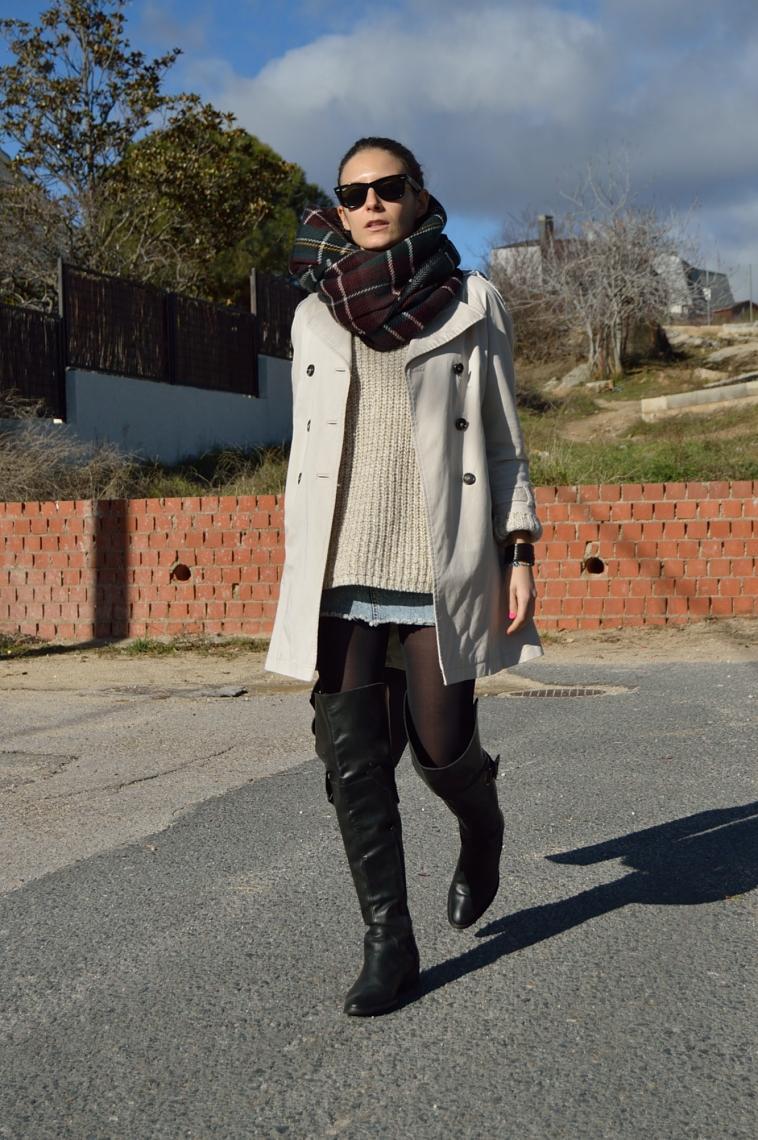 lara-vazquez-madlula-blog-chic-tartan-foulard-trench-classic