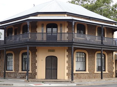 Blackwell House Strathalbyn 1869.  Double sash windows with curved tops. In 1912 a butcher purchased it and named it Blackwell House and operated a butcher shop from here.