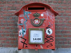clock(0.0), red(1.0), post box(1.0), letter box(1.0),