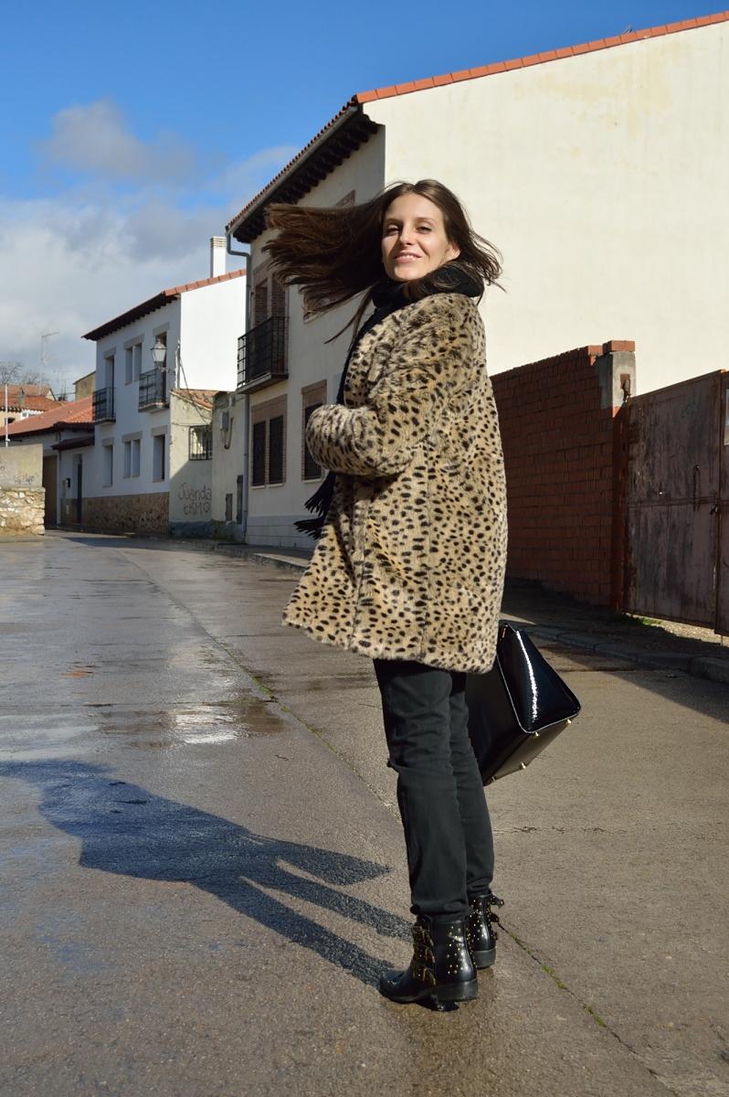 lara-vazquez-madlula-blog-leopard-coat-fashion-faux-fur