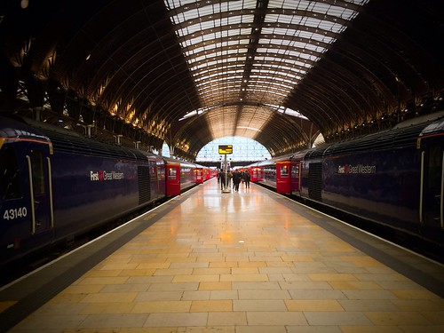 <p>First Great Western trains at Platform 5, London Paddington Station</p>
