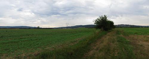 20130819 11 051 Jakobus Wolken Hügel Wald Wiese Weg_P01