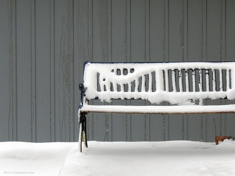 DSCN7106_snow_bench
