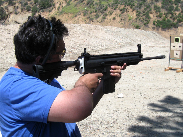 Testing the Reyes adapter with the FN SCAR 17s