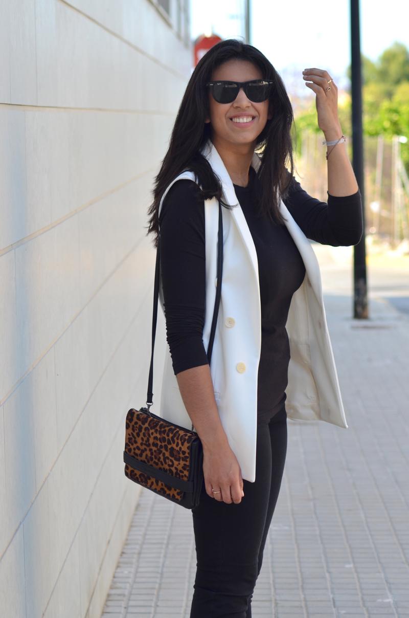 florenciablog total black look chaleco blanco como llevar chalecos leopard print stradivarius  (6)