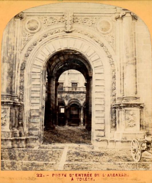 Puerta del Alcázar en 1863. Fotografía de Ernest Lamy
