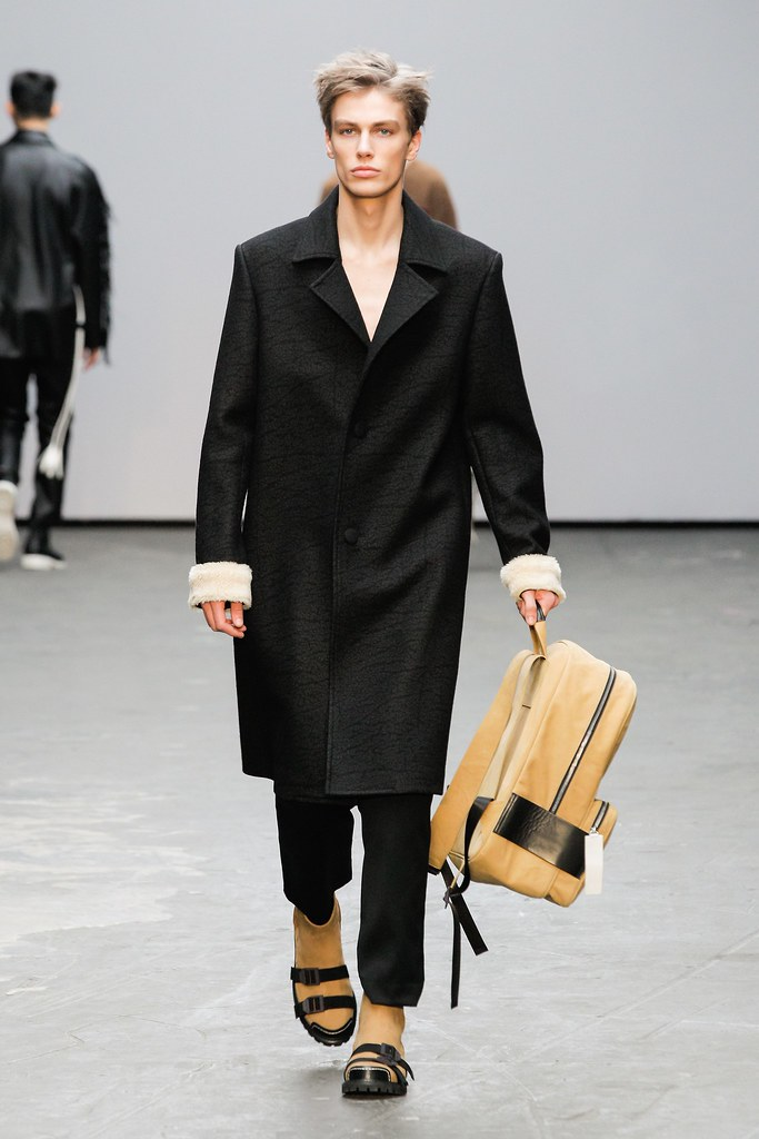 Marc Schulze3032_FW15 London Xander Zhou(VOGUE)