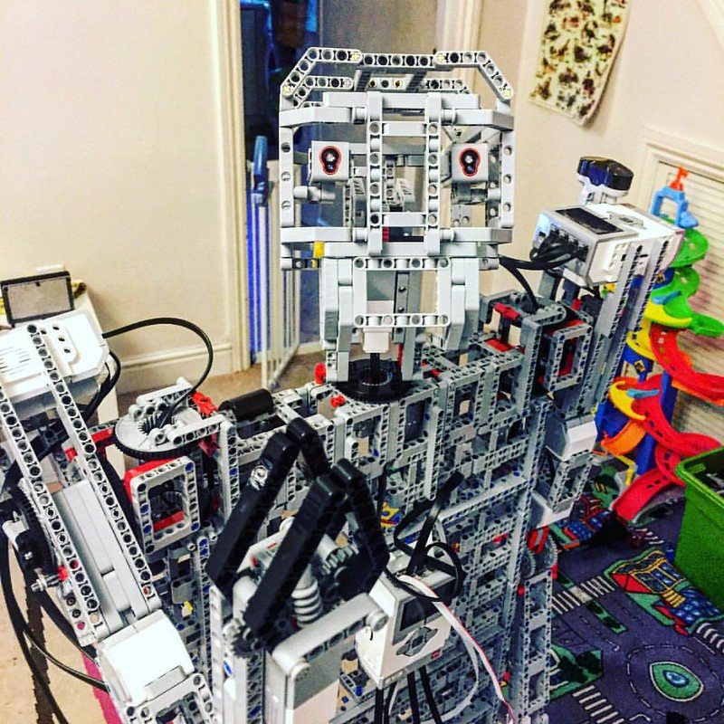 Take me to your leader : #lego #mindstorms #humanoid :#robotics