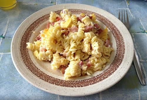 Nudelauflauf mit Wurst & Schinken / Noodle casserole with sausage & ham