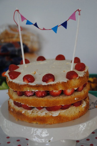 Vanilla and Strawberry yoghurt easy cake