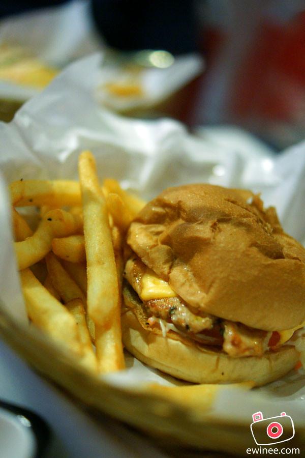 BAD-BOY-COOKS-REAL-FOOD-OASIS-ARA-DAMANSARA-CHICKEN-BURGER