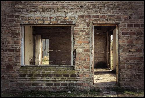 Puerta y ventana by MarcosCousseau