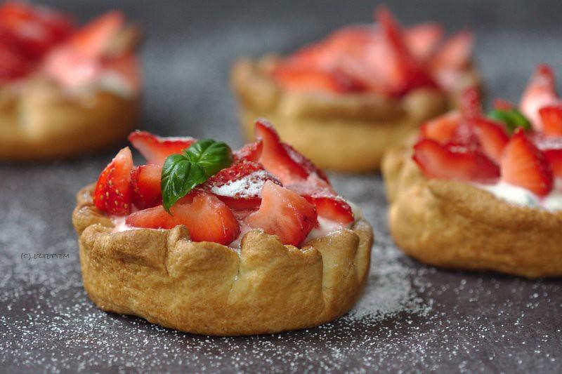 strawberry-goat cheese tart