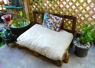 Straw Mulch Garden Seat 004