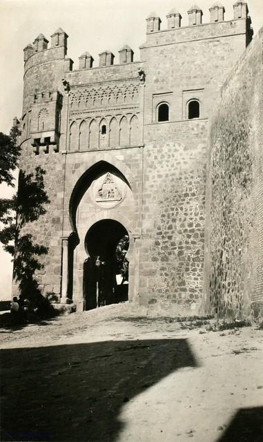 Puerta del Sol en 1927. Fotografía de Joaquín Turina © Fundación Juan March