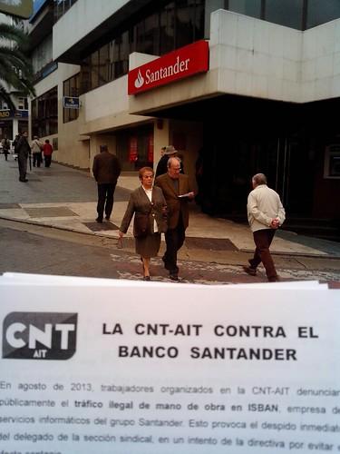 Nuevo reparto de panfletos frente al Banco Santander