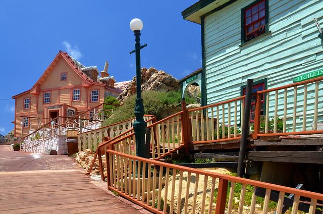 Casas de colores de madera de Popeye Village