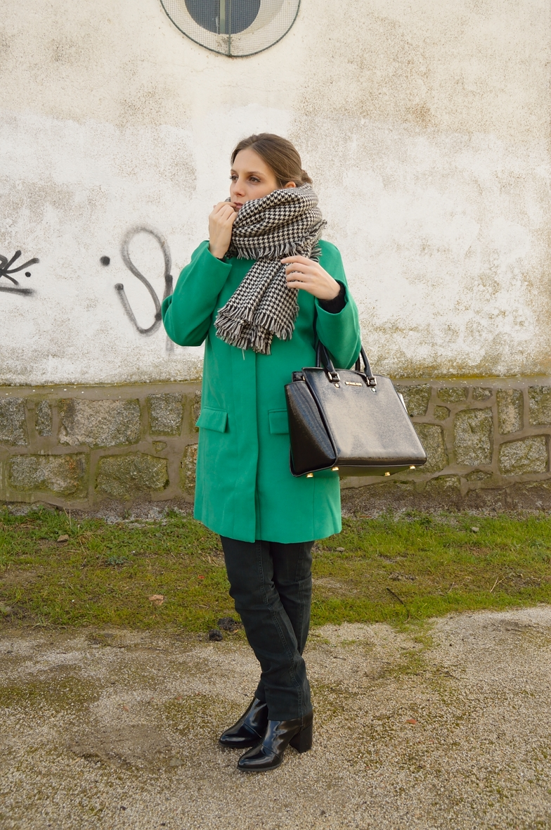 lara-vazquez-madlula-blog-winter-green-coat-outfit