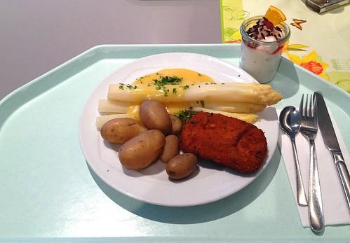 Spargel mit Sauce Hollandaise & Schweineschnitzel / Asparagus with sauce hollandaise & pork schnitzel