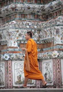 Buddhist monk Visiting wat arun