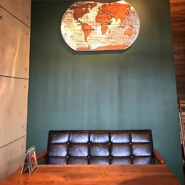 Seat of the world  #sofa #world #map #cafe #louisacoffee #newtaipeicity #taiwan