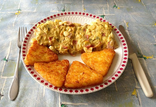 Frischkäse-Schinken-Schweineschnitzel - serviert / Cream cheese ham pork schnitzel - served