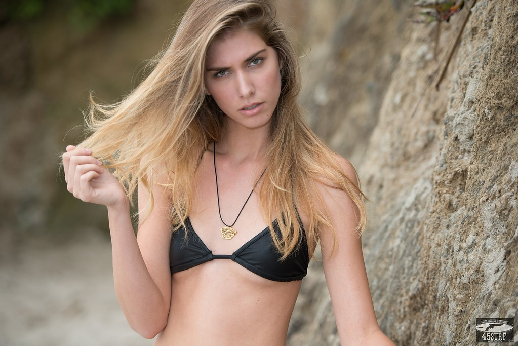 Nikon D800 E Photos of Bikini Swimsuit  Model Goddess!