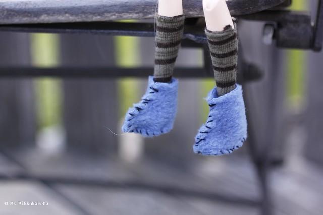 Little feet in the air