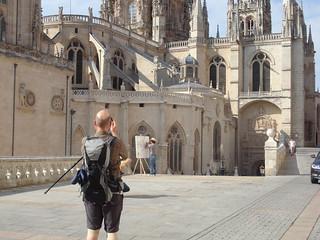 Peregrino y pintor, en la catedral.