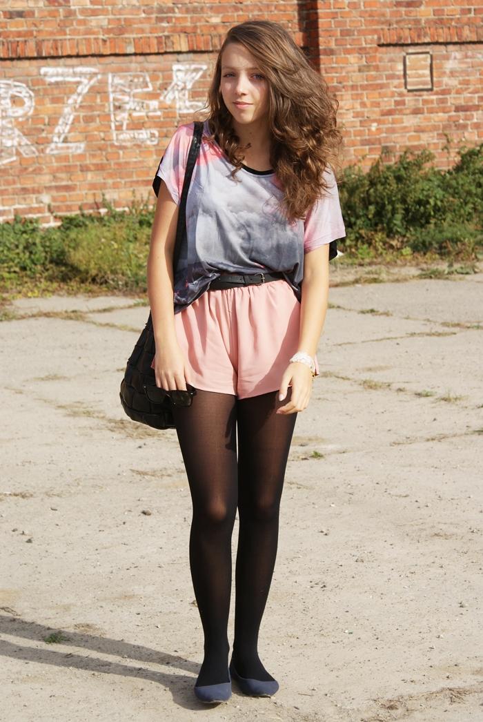 różowe pastelowe szorty do czego ubrać