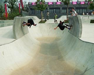 Wallride in einem kleinen Bowl im SMP Skatepark
