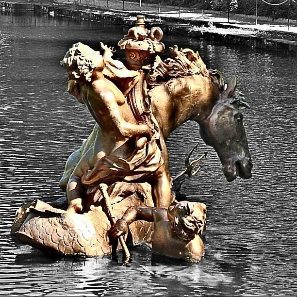 5. Espectacular estatua en una de las fuentes. Autor, Luis Miguel García