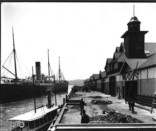 SS MEDIC departing Dalgetty's wharf at Millers Point