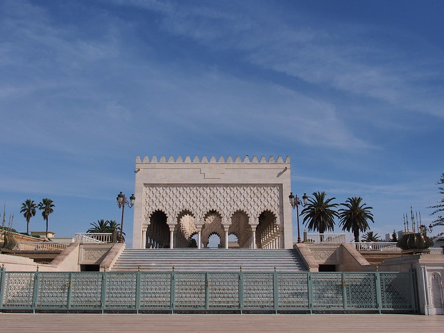 Hassan Tower旁的Mausoleum of Mohammad V旁的建築物