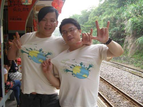 穿上地球日T恤,綠色出遊去!