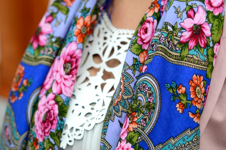 Amsterdam Fashion Week 2014,Aziz Bekkaoui fashion week 2014, floral scarf,Over the knee boots,Zara pink blazer,Luxyra