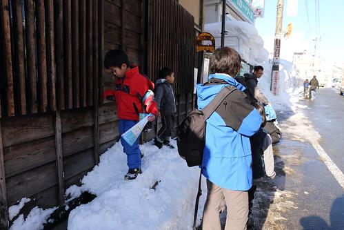等待滑雪場接駁車