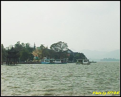 杭州 西湖 (其他景點) - 038 (湖濱路的湖畔回望古湧金門一帶)