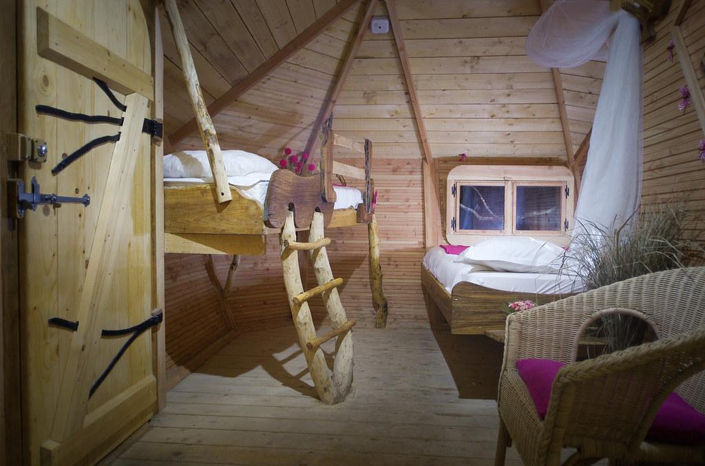 Dormir dans les arbres - L'intérieur de la cabane