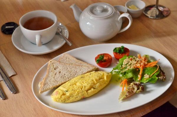 Omelette & Tea