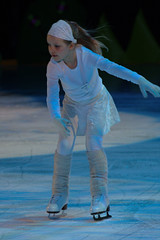 skating(1.0), ice dancing(1.0), winter sport(1.0), sports(1.0), recreation(1.0), outdoor recreation(1.0), ice skating(1.0), figure skating(1.0), blue(1.0),
