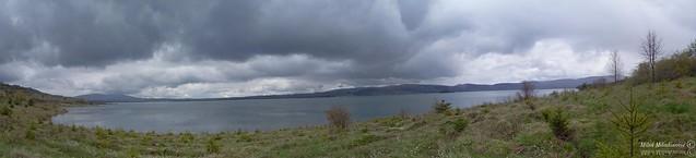 Vlasina slika blizu jezera
