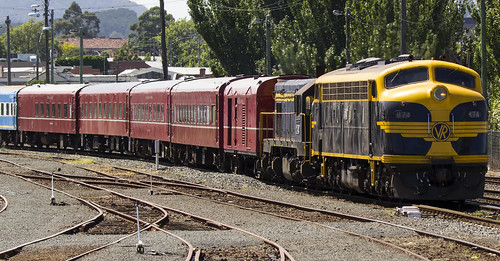 Vic Rail B74 Pulling Into Ballarat Station