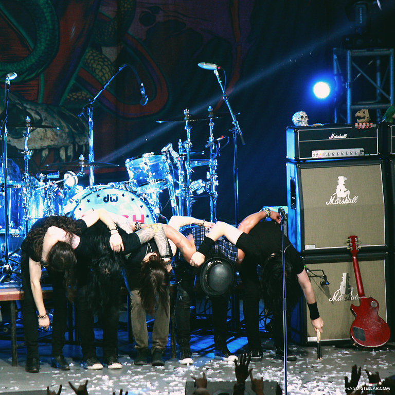 Slash ft. Myles Kennedy and The Conspirators Live in Manila 2013