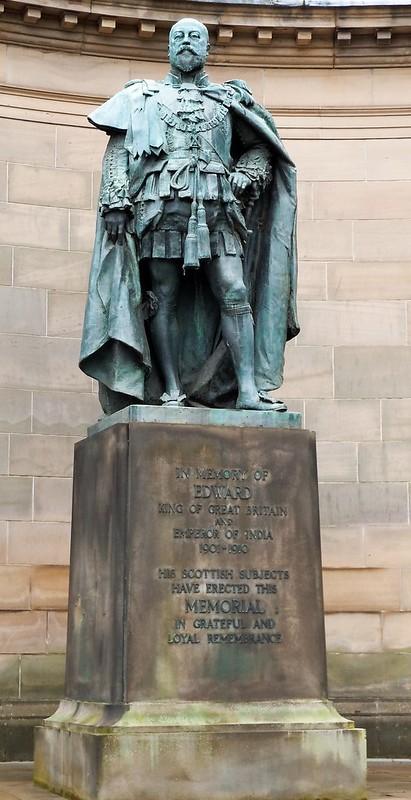 henry statue