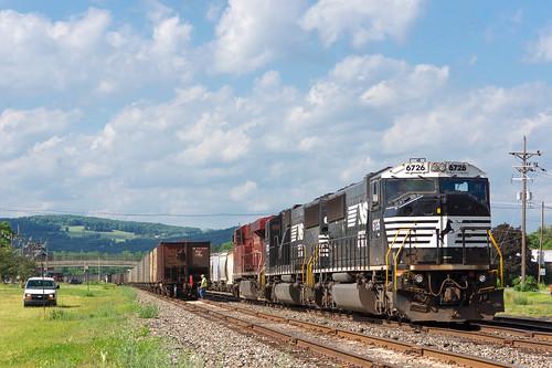 railroad yard train unitedstates gare pennsylvania ns sony norfolk railway southern locomotive secondary coal chemin fer lehigh a77 charbon 524 sayre emd 6726 sd60i sal70300g