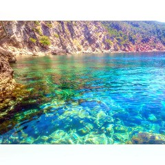 Blau mallorquí #banyalbufar #calesdemallorca #igers #igersmallorca #sesilles #saroqueta #blau #sea #bluesea #illesbalears #holidays #holidaytime #instatravel #instacool #hinl